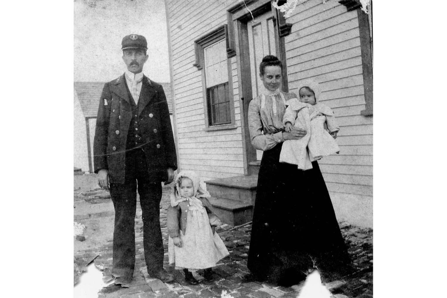Third assistant keeper William Merrill Reed and his wife Dora and daughters Alice and Louise 1904.